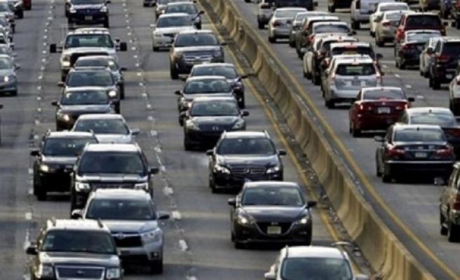 İngiltere, hibrit dahil fosil yakıtla çalışan tüm araçların satışı 2035'te sona erecek