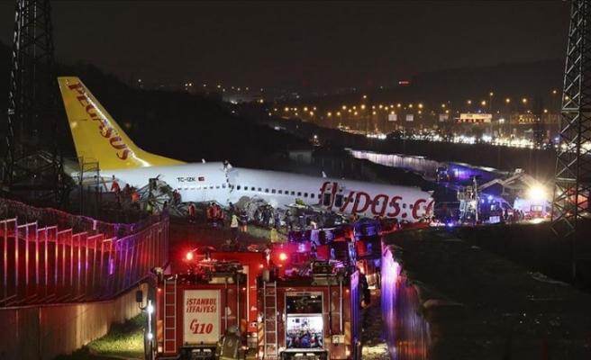 Sabiha Gökçen'de uçak pistten çıktı ve parçalandı