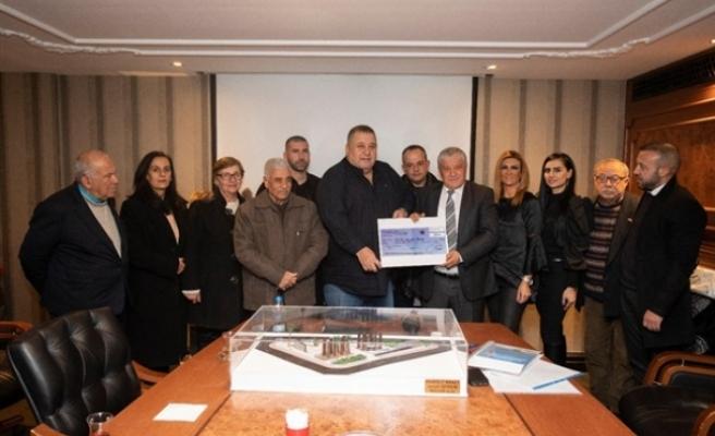 Şehitler Anıtı için Halil Falyalı tarafından 250 bin TL bağış