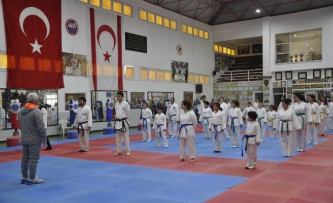 Taekwondo Renkli Kuşak Telafi sınavı yapıldı
