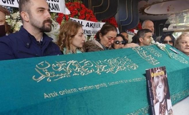 """Türk Sinemasının """"Ömercik""""i son yolculuğuna uğurlandı"""