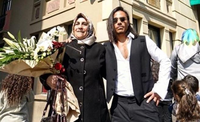 Annesiyle fotoğraf paylaşan Nusret, kadınları 8 Mart'ta mekanlarında ücretsiz ağırlayacak