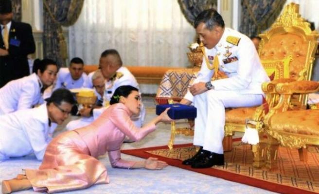Böyle karantina görülmedi! Tayland Kralı 20 kadınla birlikte otel kapattı