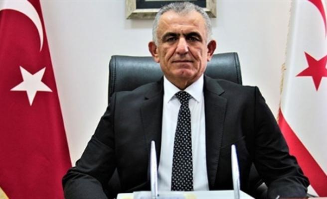 """Çavuşoğlu: """"Öğrencilerin mağduriyet yaşamaması için girişim yaptık"""""""
