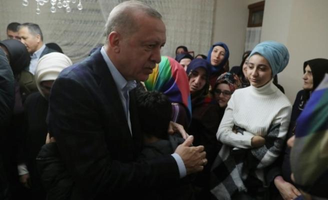 Erdoğan'dan İdlib şehidi Baysal'ın evine taziye ziyareti