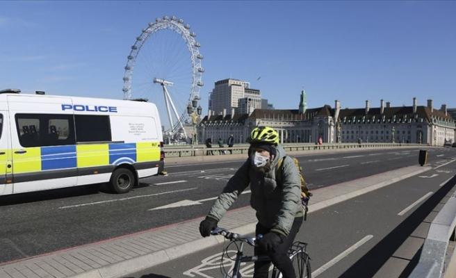 İngiltere'de sokağa çıkışlar sınırlandırıldı, ticari işletmeler kapatıldı