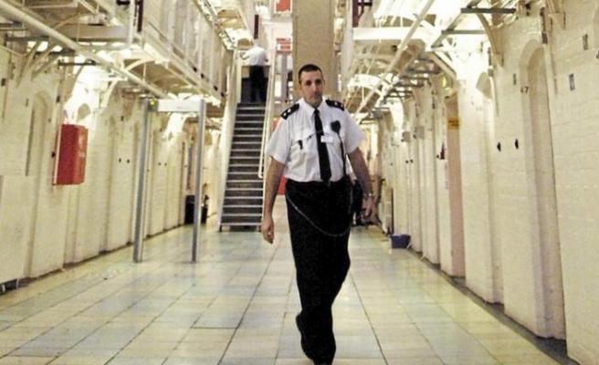 İngiltere'de salgın nedeniyle bazı tutuklu ve hükümlünün salıverilmesi değerlendiriliyor