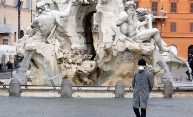 İtalya'da hayatını kaybedenlerin yaş ve cinsiyet dağılımı