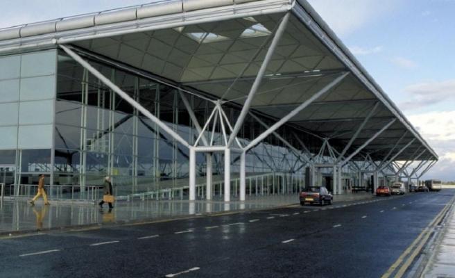 Londra'daki öğrencilerin uçuşu Stansted'den olacak