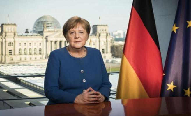 """Merkel: """"Durum ciddi, sizler ciddiye alın"""""""