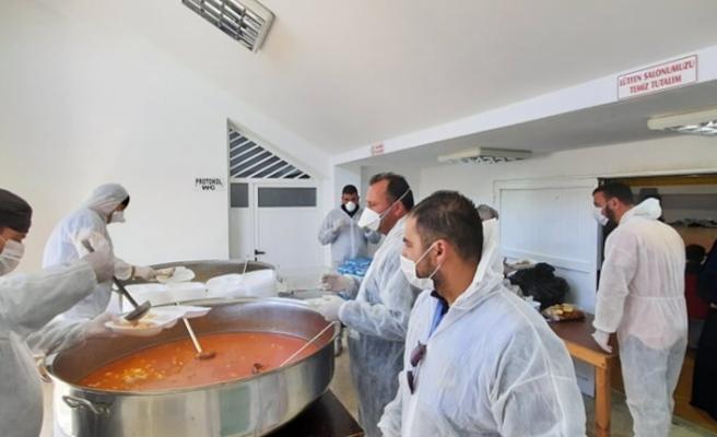 Mültecilerin yemekleri ise İskele Belediyesi'ne ait Piknik Restoran'da kazanlarda pişirildi