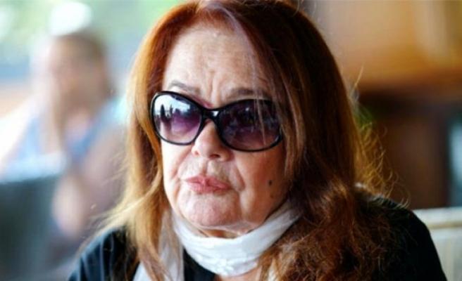 Müslüm Gürses'in eşi Muhterem Nur, gözlerini açtı