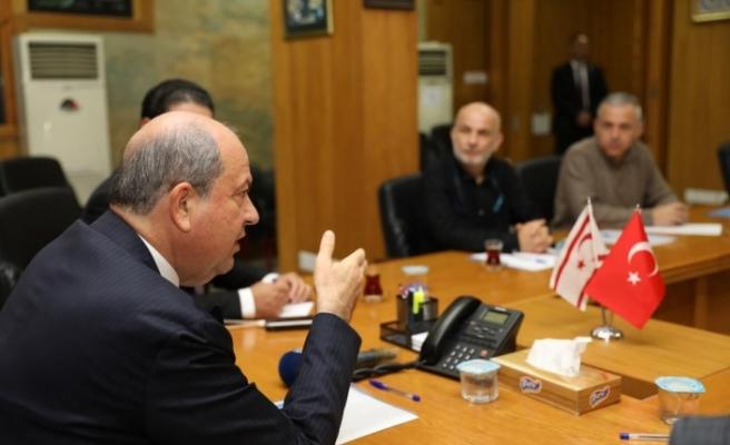 Tatar, sağlık çalışanları temsilcileri ile biraraya geldi