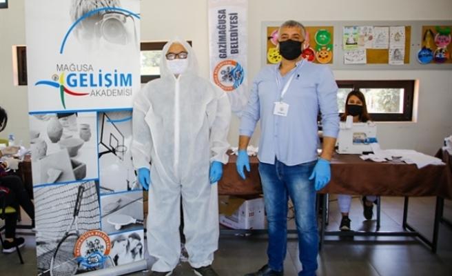 Gazimağusa Belediyesi'nden maske ve tulum desteği