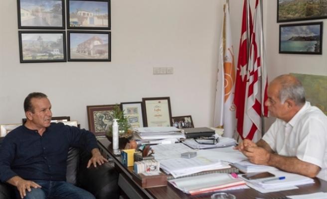 Ataoğlu, Lefke Belediyesi'ni ziyaret etti