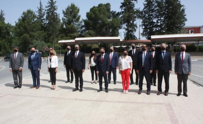 Atatürk anıtına çelenk konuldu