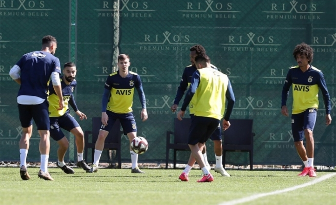 Fenerbahçe, Riva'da kamp yapacak