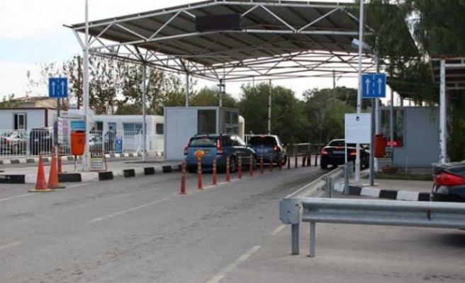 Sınır kapılarının açılması konusu Rum basınında