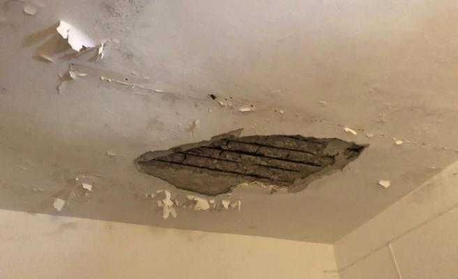 Tavanının bir kısmı çöktü