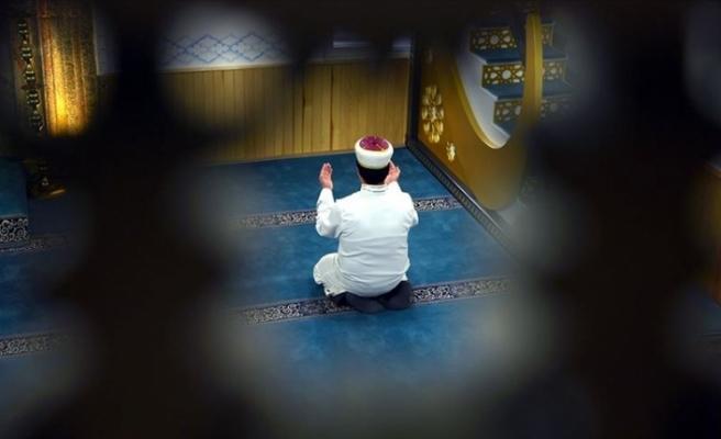 Türkiye'de camilerin 12 Haziran'da ibadete açılması öngörülüyor