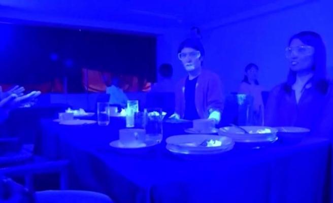 Yapılan deney, koronavirüsün yemek masasında ne kadar hızlı yayıldığını gözler önüne serdi