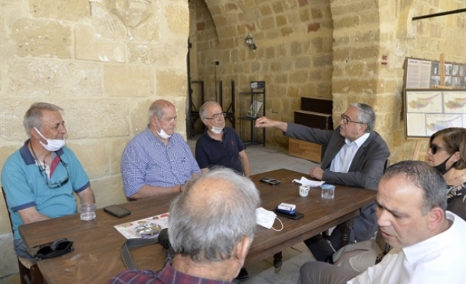 Akıncı, Lefkoşa Belediye Başkanı Mehmet Harmancı ile birlikte Arasta esnafını ziyaret etti