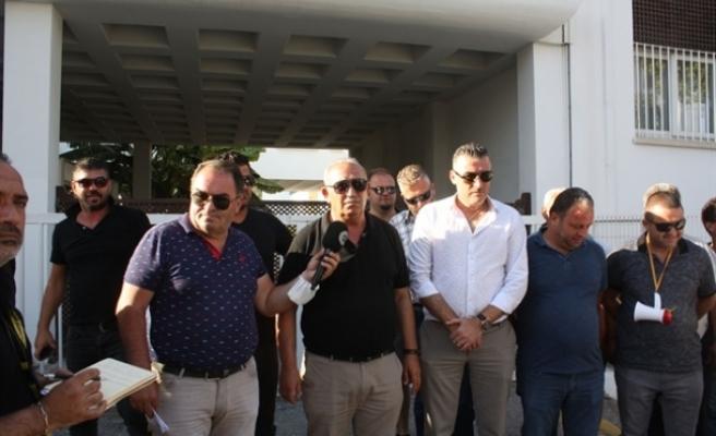Bakan Atakan ile Kar-iş heyeti arasındaki görüşmeden netice çıkmadı… Meclis önündeki eylem devam edecek