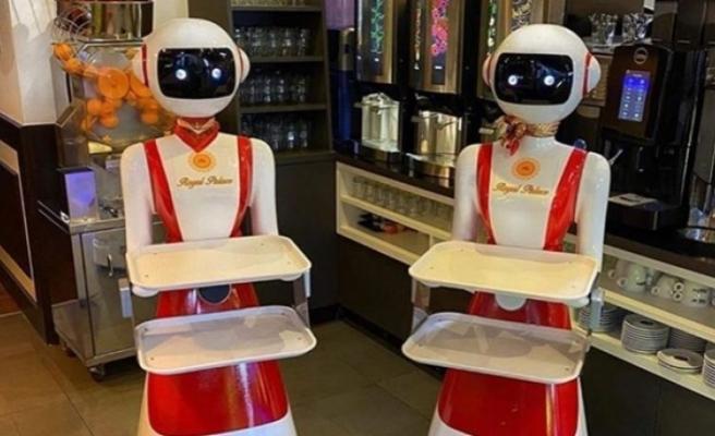 Corona virüs önlemi: Robot garsonlar göreve başladı