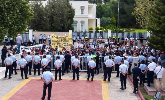 Güneyde çalışan işçiler bir kez daha Meclis önünde