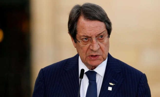 İki Bakanı, Başsavcı ve yardımcısı olarak atadı