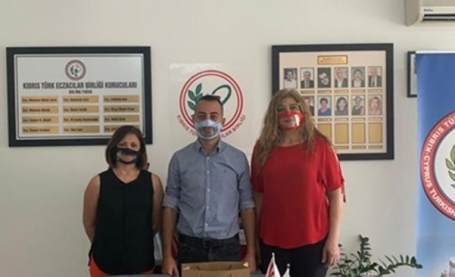 İşitme ve konuşma engelliler maske zorunluluğu nedeniyle iletişim sorunu yaşıyor… Çözüm şeffaf maske