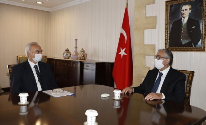 Akıncı, aşınmaz Mal Komisyonu Başkanı Erkmen'i kabul etti