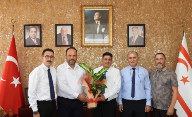 Akpolat, İskele Belediye Başkanı Hasan Sadıkoğlu'nu ziyaret etti