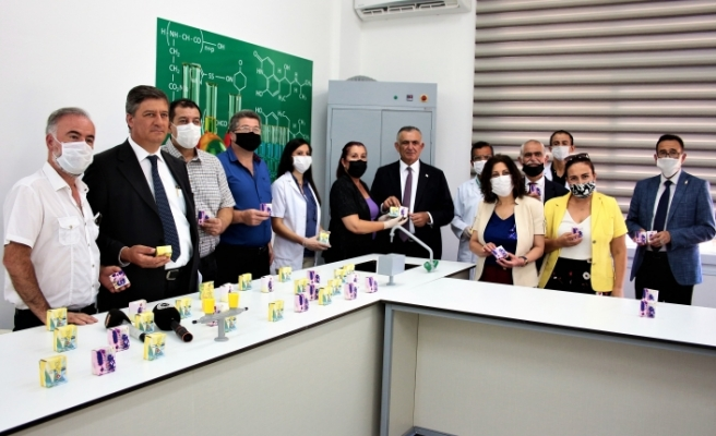 Çavuşoğlu, öğretmenler tarafından üretilen sabunların tanıtım etkinliğine katıldı