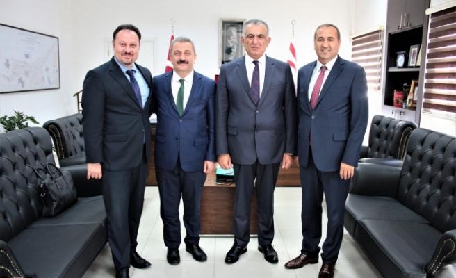 Çavuşoğlu, Yurtdışı Türkler ve Akraba Topluluklar Başkanlığı heyetini kabul etti