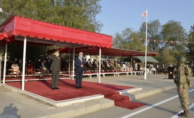 Cumhurbaşkanı Akıncı 1. Piyade Alay Komutanlığı sancak devir teslim törenine katıldı
