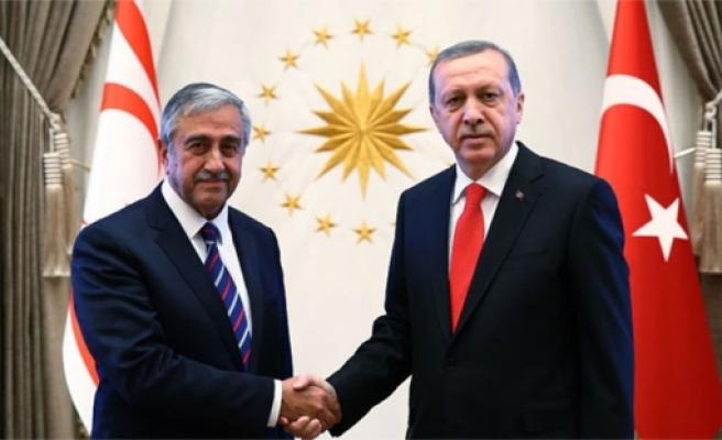 Cumhurbaşkanı Akıncı ile TC Cumhurbaşkanı Erdoğan arasında bayram kutlama mesajı teati edildi