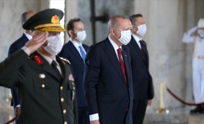 """Erdoğan: """"TSK kem gözlere karşı vatanımızın güvenliği ve bekasının teminatı olmayı sürdürüyor"""""""