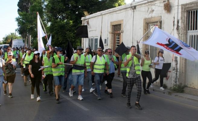 Esnaf, Girne'den Lefkoşa'ya yürüdü