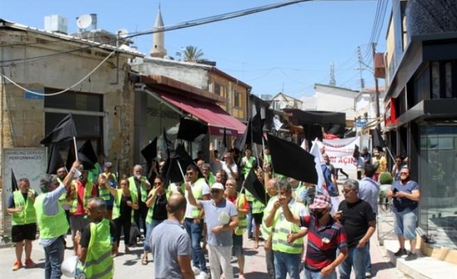 Esnaf kapalı sınır kapıları için Lokmacı'da eylem yaptı