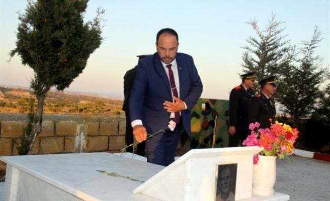 İskele Belediye Başkanı Sadıkoğlu, Topçuköy şehitlerini andı