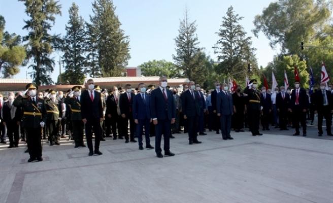 Lefkoşa Atatürk Anıtı önünde tören düzenlendi
