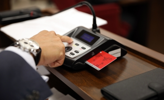 Meclis toplandı...Elektronik oylama sistemi deneniyor