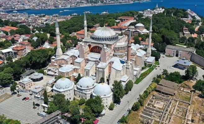 """İstanbul Valisi : """"Ayasofya Camisi'nde namaz kılınacak alanlara girişler yarın saat 10.00'da başlayacak"""""""