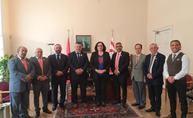 Tuncalı, İngiltere Türk Toplumu Futbol Federasyonu heyetini kabul etti