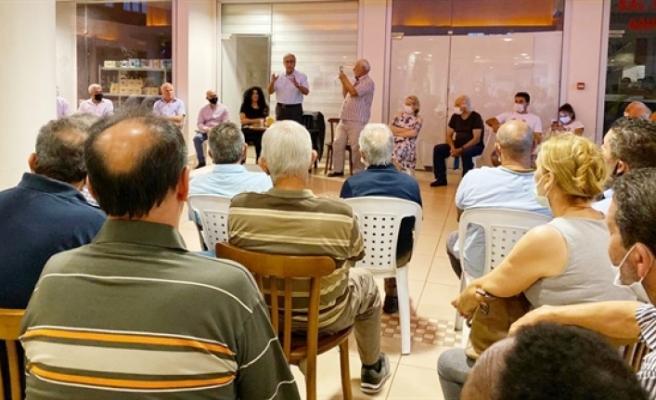 Akıncı, Güzelyurta'ta yıllarca birlikte siyasi mücadele verdiği dostlarından oluşan bir grupla buluştu