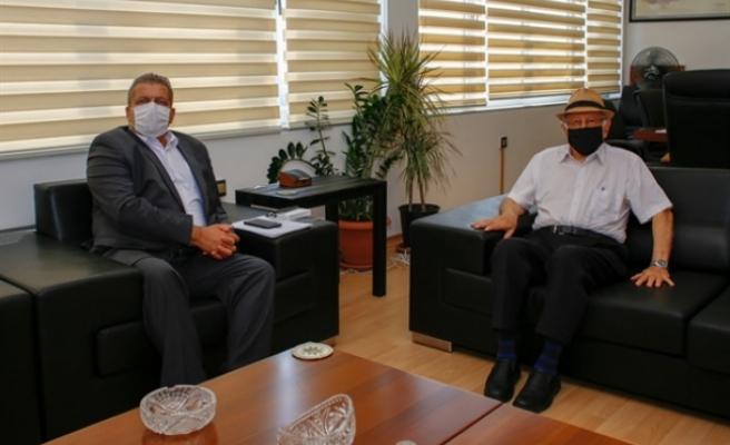Atun, Gazimağusa Belediye Başkanı İsmail Arter'i ziyaret etti