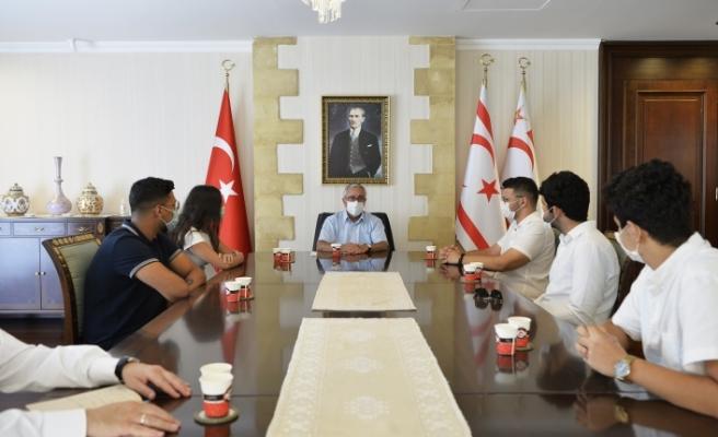 Hüseyin Aran başkanlığındaki heyet, Cumhurbaşkanı Akıncı'ya yeni dönem çalışmaları ve projeleri hakkında bilgi verdi