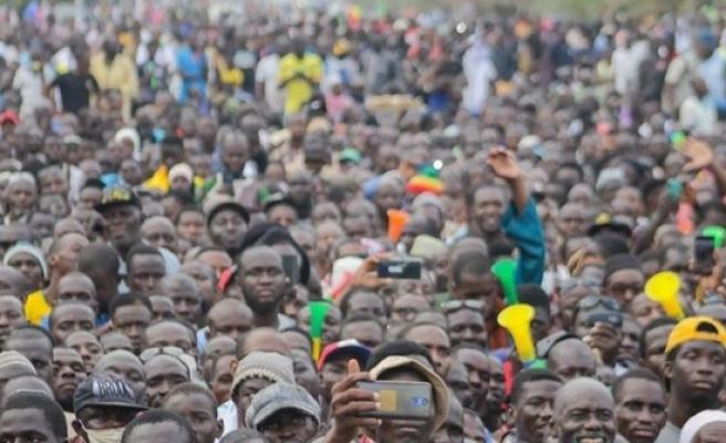 Mali'de binlerce kişi muhalefetin çağrısıyla meydanları doldurdu