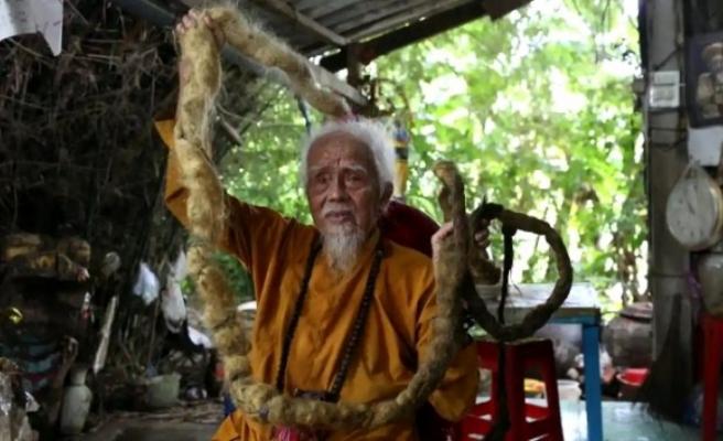 Vietnamlı adamın 80 yıldır yıkamadığı saçları 5 metreyi aştı